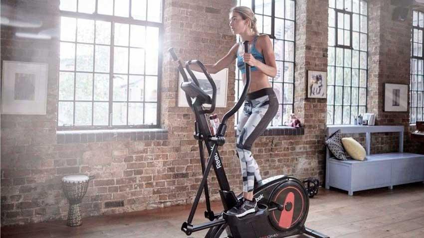 combina una dieta sana con entrenamiento de fuerza y elíptica para conseguir los mejores resultados